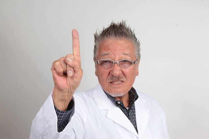 Dr. Kenzo Kase, que procurava uma alternativa às fitas atléticas tradicionais, mais duras