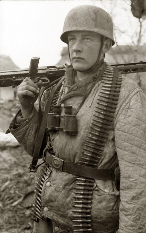 Padobranac Vermahta sa MG-42