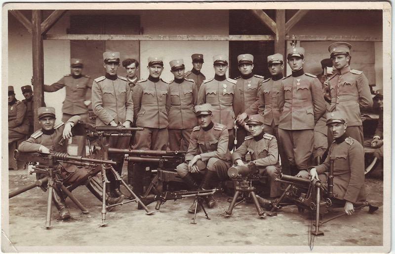 Jugoslovenska vojska sa različitim tipovima PM- u sredini PM ZB M26