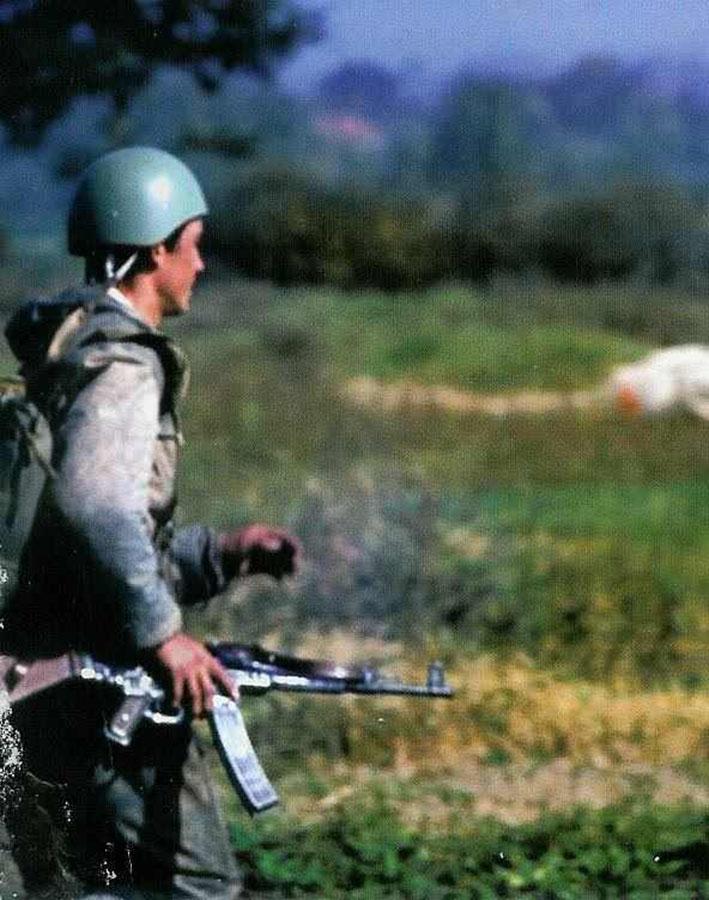 Padobranac 63 brigade naoružan Stg-44