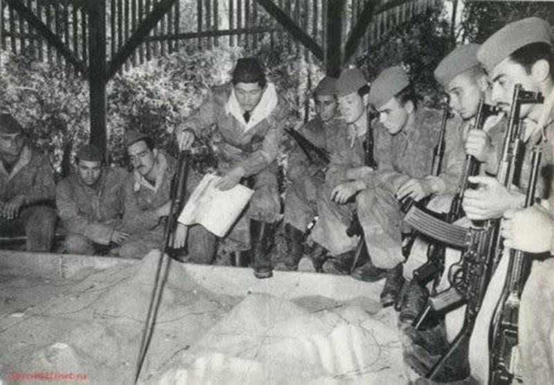 Vojnici JNA naoružani Stg-44