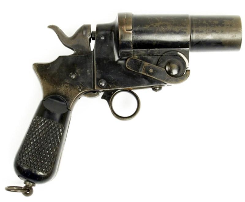 Italijanski signalni pištolj ''Pistole da segnalazioni Modello 1900'' (M1900). Princip rada zasniva se na rešenjima preuzetim sa revolvera Tettoni. Tokom Drugog svetskog rata izrađuje ga ''Fabrica d'Armi di Terni''. Za Mornaricu, od 1927, isti model radi ''Beretta'', Gardone v.T.