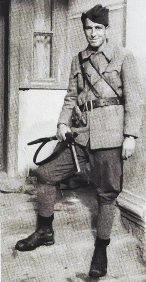 Partizan borac NOVJ naoružan Stenom Mk2