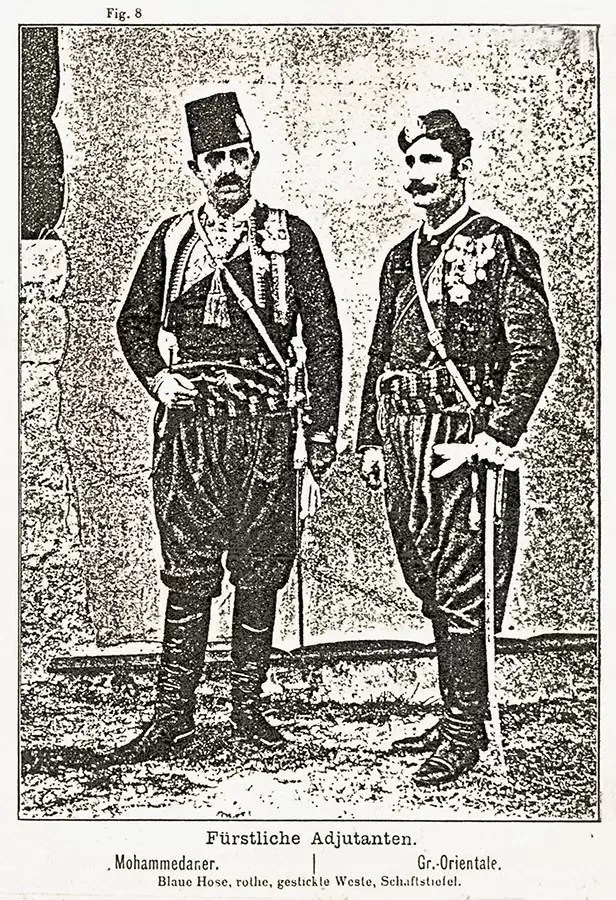 Albanci iz okoline Skadra sa kopijama gaserovih revolvera, bogato ukrašenih srebrom. Početak XX veka