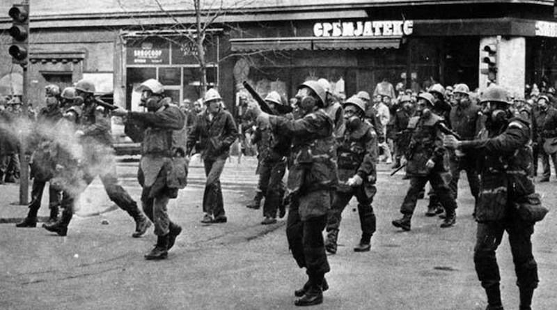 Protesti u Beogradu 9 marta 1991. Milicija koristi Schermuly puške