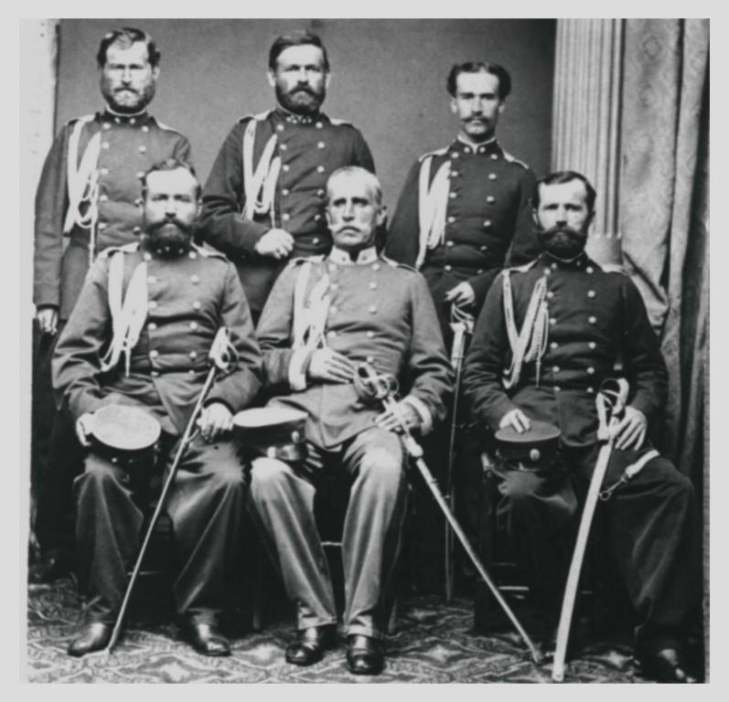 Major Miloš Spasojević – Miloš Brka (u sredini) sa svojim štabom