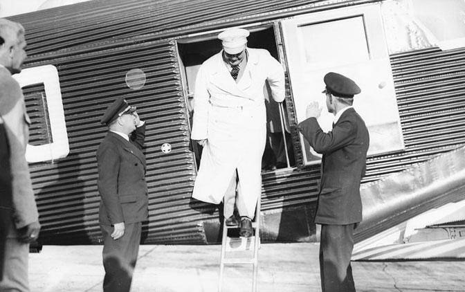 Gering na zemunskom aerodromu ilazi iz aviona 16-maj-1934