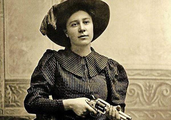 Rose Dunn sa Colt Model 1878 Frontier