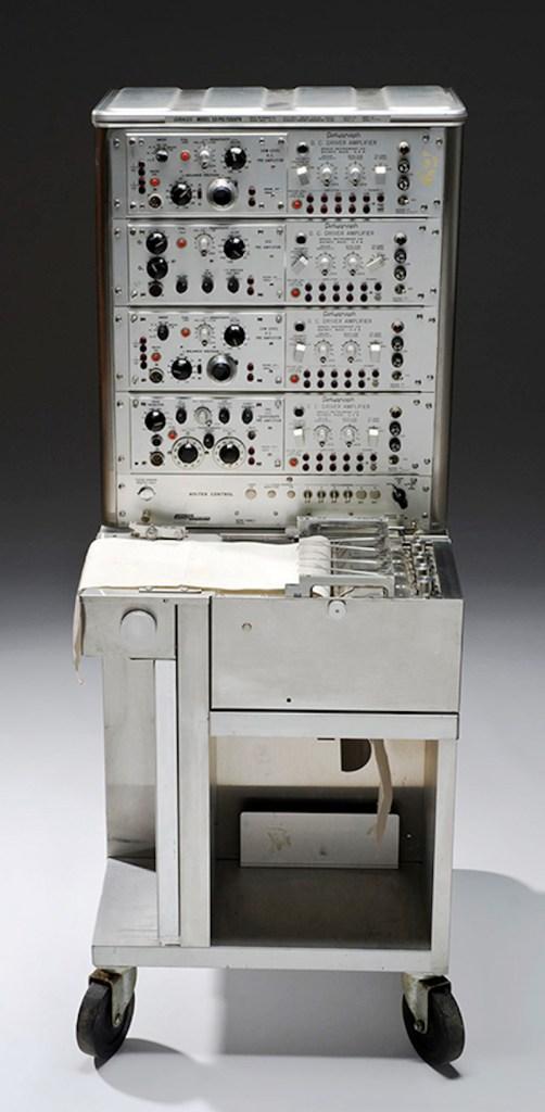 Medicinski i sudski uređaj – poligraf iz 1960 godine.