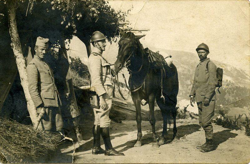 Vrhovni komandant Aleksandar Karadjordjevic na Solunskom frontu sa slemom M1915