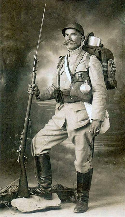 Srpski vojnik sa slemom Adrian M1915