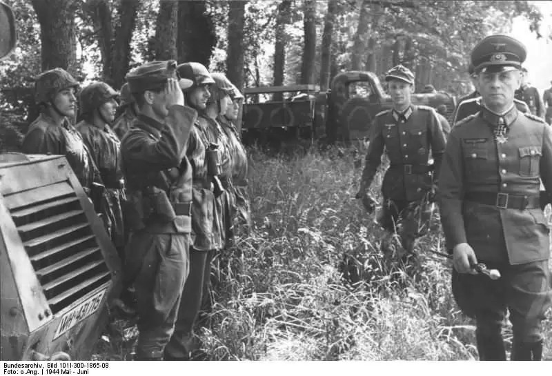 VOJNIČKI POZDAV VERMAHTA DO 1944