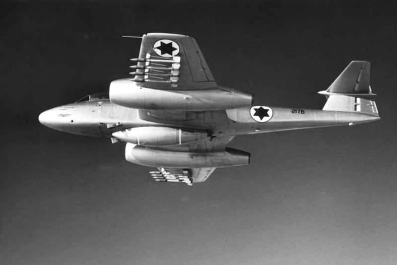 Gloster Meteor F-8 RV Izraela tokom Suecke krize 1956. godine u letu
