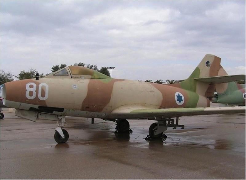 MD-450 Ouragan ispred Muzeja avijacije Izraela