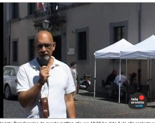 """Il sindaco Concina dice """"NO"""" alla chiusura e si trasferisce col suo ufficio davanti al Tribunale"""