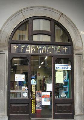 Tre milioni sotto l'Albero, firmato l'atto di compravendita della Farmacia comunale