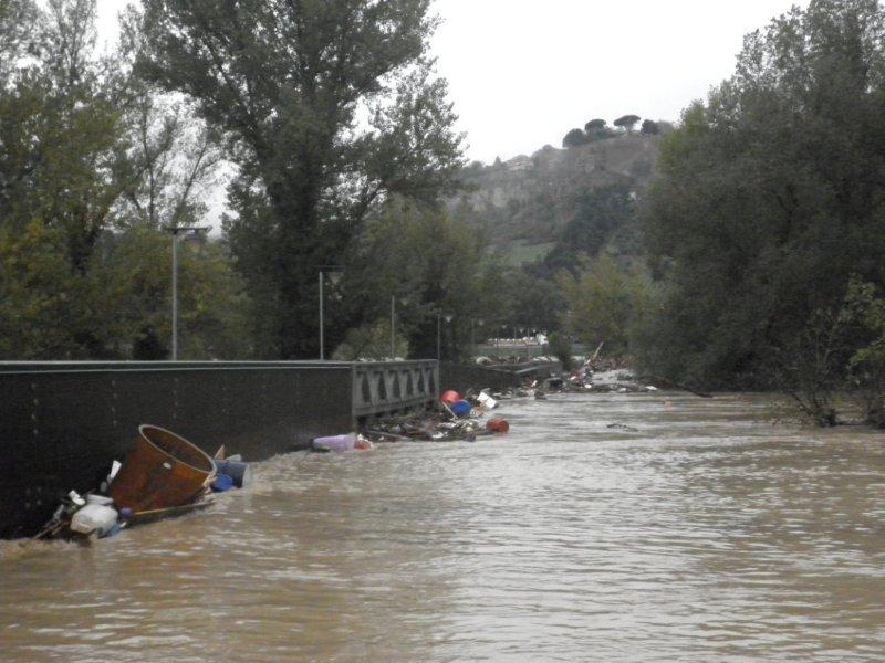 Emergenza alluvione, in arrivo più uomini e mezzi. Come smaltire i rifiuti ingombranti