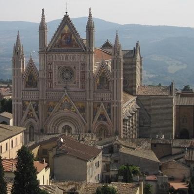 Carta Unica sfrattata da piazza Duomo. Ma dietro c'è molto di più
