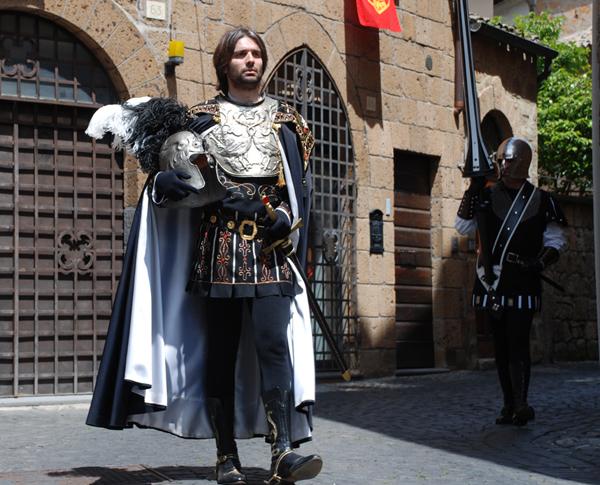 Corpus Domini. Archiviata la sfilata 2013 del corteo storico. Divide la nuova figura di Conestabile affidata a Emanuele Mazzi
