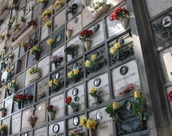 Cimiteri presi di mira dai ladri, non lasciano neppure i secchi
