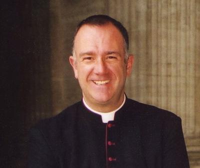 """Don Marco Nunzi saluta  i parrocchiani. E ricorda: """"non si è cristiani senza la Messa ogni domenica! """""""
