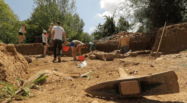 """Coriglia 2019, visita guidata per conoscere la """"vita da scavo"""""""