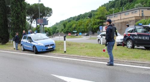 Task force della polizia, identificate 250 persone e controllate 70 autovetture