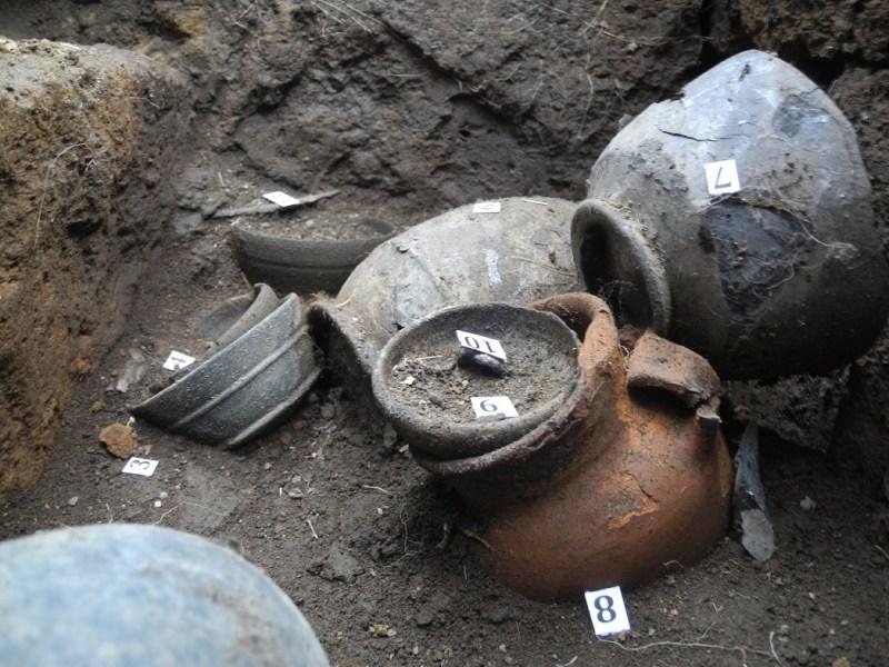 Nuove scoperte dallo scavo di Crocifisso del Tufo, trovata una nuova tomba