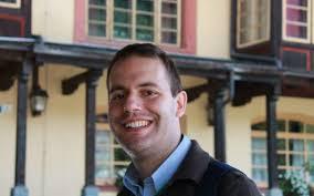 """Don Danilo Innocenzi, parroco di Sferracavallo: """"sono felice perchè divento padre e acquisto una """"famiglia"""""""