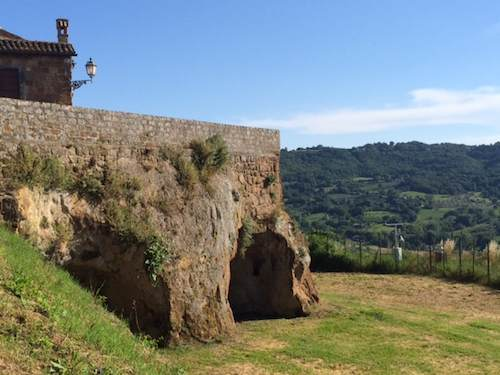 """Insieme per """"Un giorno per bene"""", a Orvieto protagonisti la Chiesa di San Bernardo in Platea Populi e l'Orto Medievale di San Giovenale"""