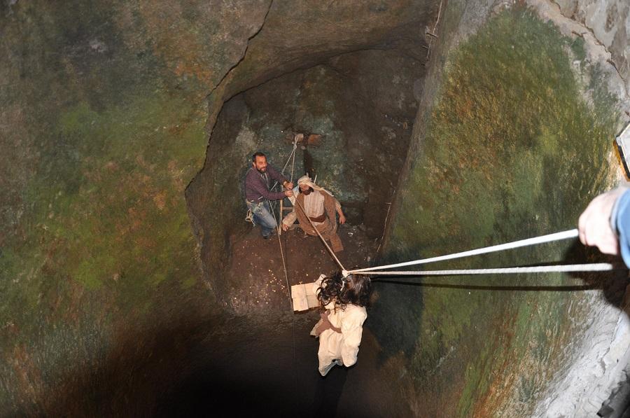 Presepe nel Pozzo, il bambinello raggiunge la sacra famiglia a 30 metri di profondità