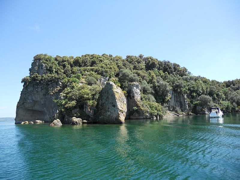 Club Unesco Tuscia, l'isola Bisentina è in vendita. Quale futuro l'aspetta?