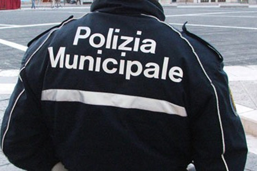 Frontale su via Angelo Costanzi, alla guida donna ubriaca senza patente né assicurazione