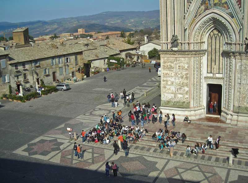 A partire dall'8 luglio in vigore i provvedimenti del traffico a tutela di piazza Duomo