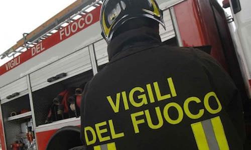Condizionatore prende fuoco in una tabaccheria:intervengono i Vigili del Fuoco