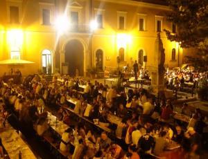 """A Castel Viscardo gli eventi estivi proseguono con la """"Cena del Castellese"""""""