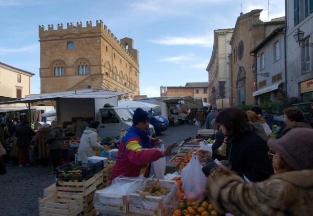Mercato di Piazza del Popolo, al via il bando per assegnazione 14 posteggi per produttori agricoli