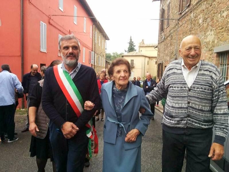 San Venanzo, festeggiati in piazza i cento anni di Cesarina Sabatini