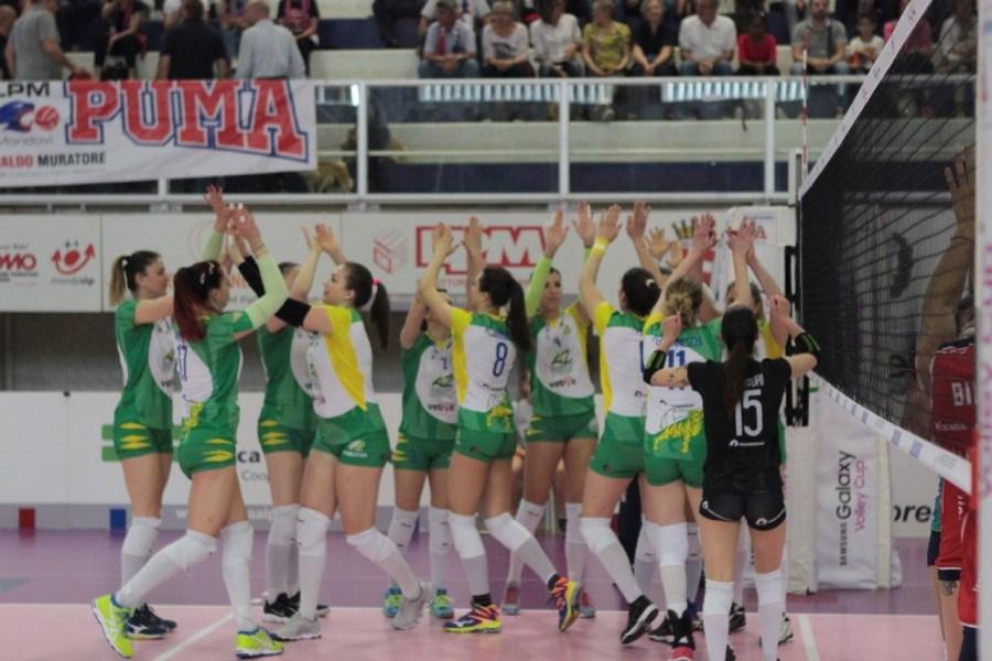 La Zambelli Orvieto scrive la storia e vola in semifinale, sconfitta Mondovì