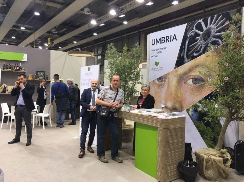 """""""Enoturismo 18.0"""", se ne parla al Vinitaly nello stand del Coordinamento delle Strade del Vino e dell'Olio dell'Umbria"""