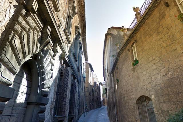 Manutenzione pavimentazione Vie Alberici e Ghibellina, circolazione interrotta