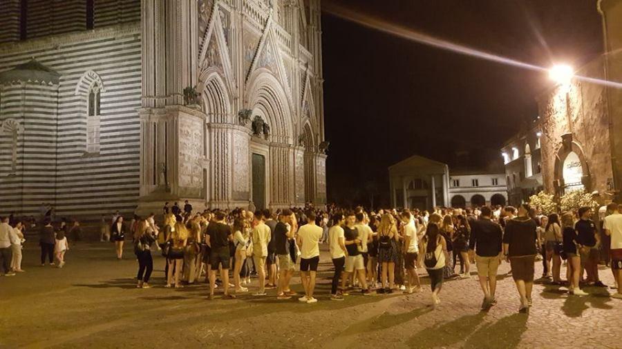 Maturandi sui banchi di scuola, al via gli esami. A Orvieto celebrato il rito del gelato in piazza Duomo