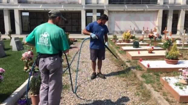 Erbe infestanti, proseguono i trattamenti essiccanti di nei cimiteri frazionali