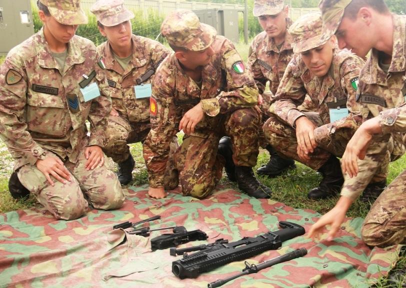 Addestramento di tiro al poligono per gli aspiranti allievi marescialli del XXI Corso
