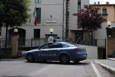 Notati dagli abitanti di Sferracavallo mentre fotografavano un palazzo,  arrestato dalla Polizia 30enne albanese