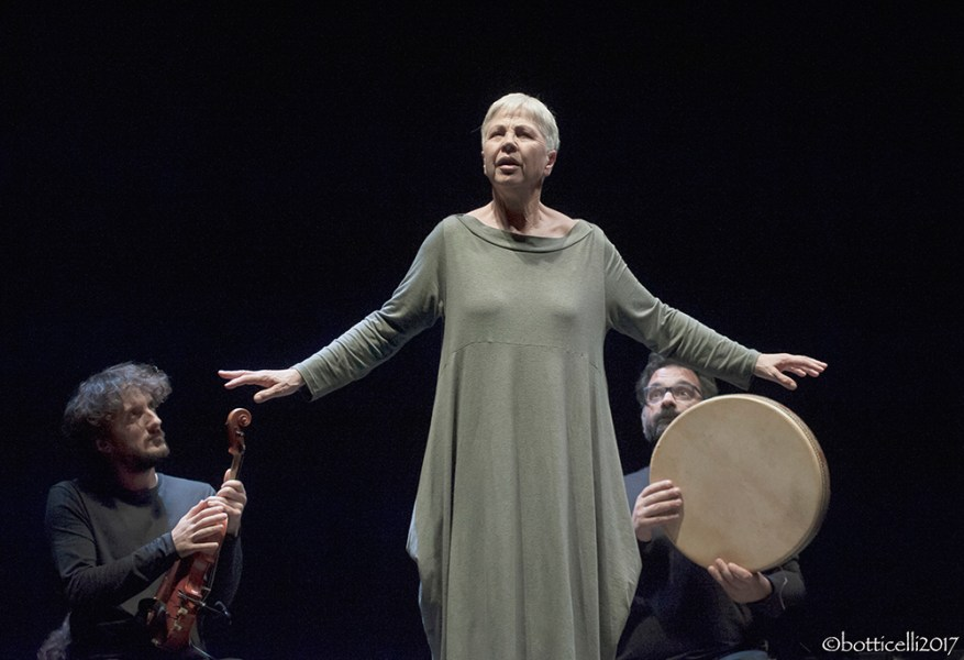 Sul palco del Mancinelli Ottavia Piccolo è l'eroica Haifa in Occident Express