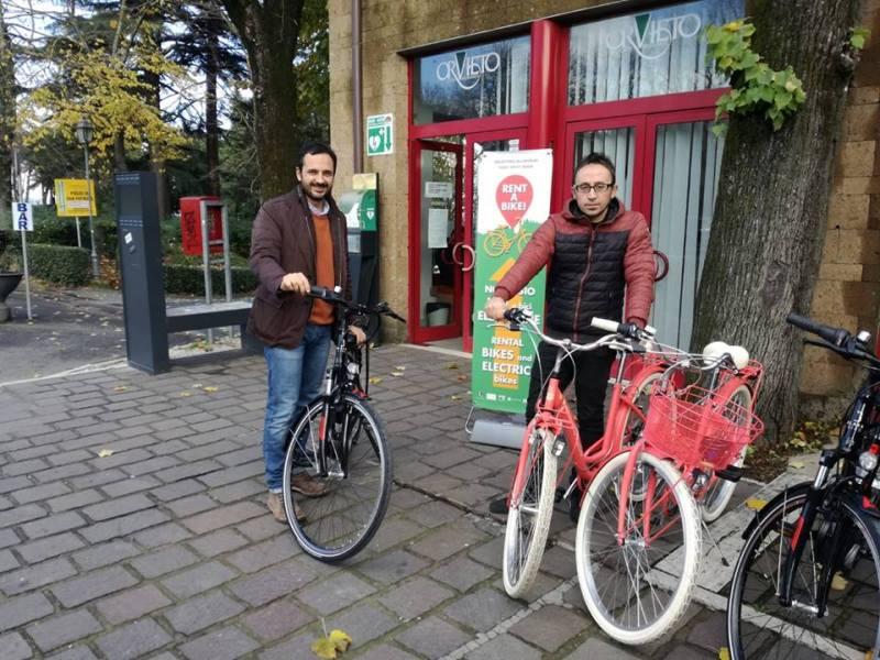 In giro per la città in sella alla bici, attivato al Pozzo di San Patrizio il servizio di noleggio