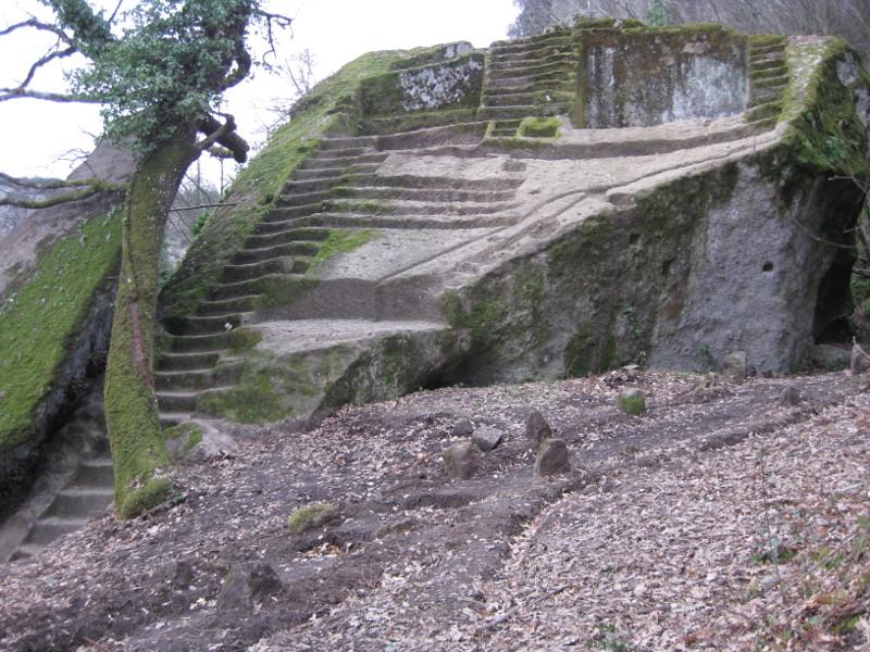 I misteri della Piramide di Bomarzo. Indagine su un enigma che ha attraversato i secoli
