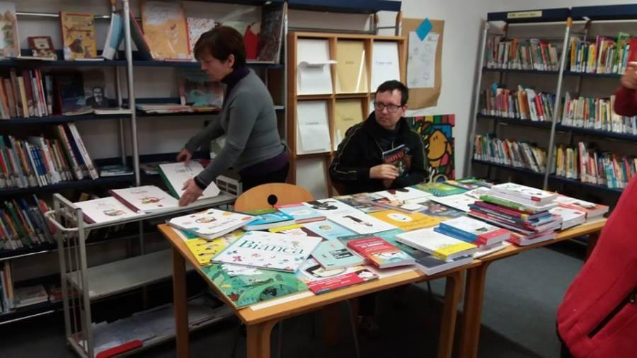 L'associazione Aladino dona libri inclusivi alla biblioteca di Terni, nell'ambito del progetto Crescere insieme