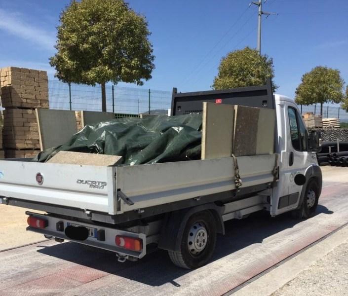 """Ladri di """"oro rosso"""", la Polstrada recupera furgone con 40 quintali di rame rubato"""